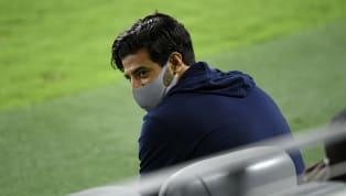 El delantero mexicano, Carlos Vela, sufrió un desgarro en el ligamento medio colateral de una de sus rodillas el pasado 23 de agosto, precisamente en el...