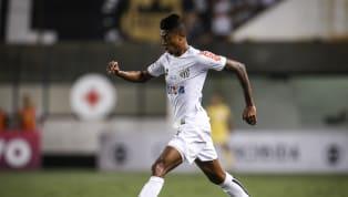 Nos últimos tempos, muitos craques passaram pelo Santos, que é conhecido por revelar jogadores. Mas alguns nomes só passaram por lá depois de grandes...