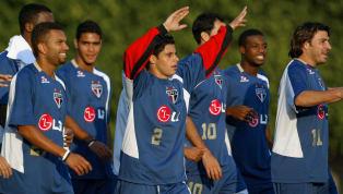 Trocar um clube candidato ao título da Libertadores da América, em meio à competição, para aceitar uma proposta do futebol do Japão é algo meio que...