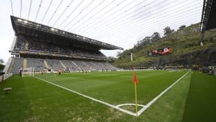 Futbol tutkunlarının Anfield, Camp Nou, Old Trafford, Santiago Bernabeu, Signal Iduna Park, Maracana gibi tarihi ve önemli stadyumlarda maç izlemek...