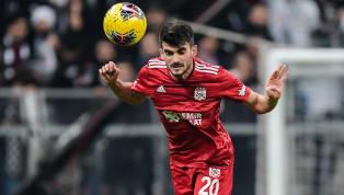 Hürriyet'te yer alan habere göre; Beşiktaş teknik direktörü Sergen Yalçın'ın Fatih Aksoy'la ilgili olumlu görüş bildirdiği iddia edildi. Sergen Yalçın, Fatih...