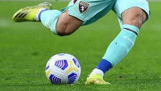 Kilit pas, bir futbolcunun gollük pozisyon verecek şekilde diğer oyunculara attığı paslara denir. Bu atılan paslar, gol pozisyonları yaratıp takımın gol...