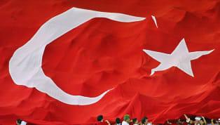 """Günümüzde olmasa da, 90'ların sonuna kadar A Milli Takım, yoğun olarak """"3 Büyükler"""" olarak adlandırılan Beşiktaş, Galatasaray ve Fenerbahçe'de forma giyen..."""