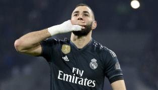 Auteur d'une excellente saison avec le Real Madrid, Karim Benzema bien qu'il ne soit plus appelé en Bleu, garde toujours l'Équipe de France dans son cœur....