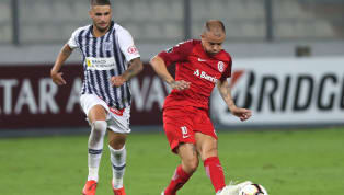 Aos 38 anos, ainda que viva uma grande fase e sem lesões, D'Alessandro sabe que os seus dias no futebol profissional estão chegando ao fim. Atualmente, ele é...