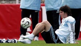 LionelMessilleva cuatro mundiales, pero seguramente nunca se olvidará su primero. La Pulga recién aparecía en el fútbol y se dio el lujo de estar presente...