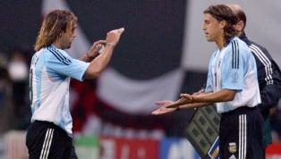 Marcelo Bielsa nunca los quiso colocar juntos en un mismo esquema táctico. Para él siempre jugaron de lo mismo, tenían cualidades similares y su...