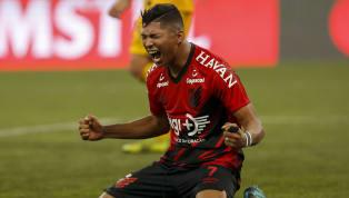 O noticiário esportivo ficou agitado com a possibilidade do atacante Rony, do Athletico-PR, se transferir para o Corinthians. O jogador não viajou para...