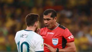 """Trọng tài bịLionel Messitố cáo thiên vị và phạm sai lầm ở bán kết Copa America 2019 vừa qua ông Roddy Zambrano mới đây đã phản pháo khi cho rằng """"kẻ thua..."""