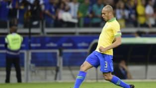 Muitos jogadores quando vão jogar no futeboleuropeu, têm o sonho de, algum tempo depois, retornar aoBrasil para defender a equipe que lhe deu visibilidade...