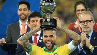 Dani Alveses el futbolista más laureado de la historia. La victoria de su selección en la Copa América, con él siendo titular por el lateral derecho, le...