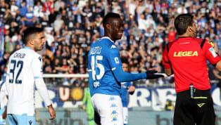 Não é novidade, ainda mais em se tratando de futebol italiano, mas não deixa de ser notícia. Sim, o racismomais uma vez se fez presente numa partida de...