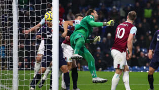 West Ham appear to have found a taker for one of their two calamity-prone backup goalkeepers, withAlaves agreeing a deal to take Roberto off the east London...