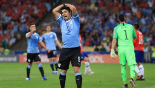 """Tiền đạo Luis Suarez đã trở thành """"trò cười"""" cho các cổ động viên cũng như đối thủ sau hành động khó hiểu trong trận đấu vào sáng nay 25/06 giữa Uruguay và..."""
