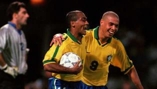 """Um dos assuntos mais """"polêmicos"""" (e deliciosos) das mesas de bar, por muitos e muitos anos, foi a discussão sobre quem é melhor entre Ronaldo e Romário. Duas..."""