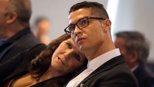 Dolores Aveiro ist wohl eine der bekanntesten Mütter der Welt, denn Superstar Cristiano Ronaldo ist ihr Sohn. Die Portugiesin ist immer an der Seite ihres...