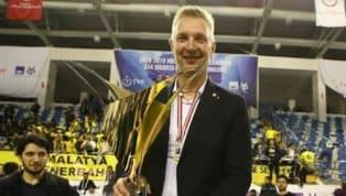 Fotomaç'ta yer alan habere göre; Efeler Ligi'nin son şampiyonu Fenerbahçe HDI Sigorta Voleybol Takımı, yeni sezon yapılanması kapsamında başantrenör Mariusz...