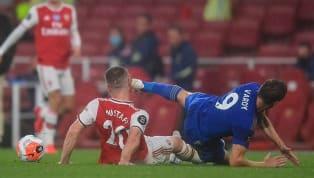 Trung vệ Arsenal Shkodran Mustafi mới đây đã buông lời chế nhạo VAR sau tình huống bị Jamie Vardy đạp thẳng mặt. Gương mặt của Mustafi còn nguyên vết thương...