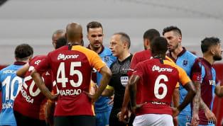 Spor Toto Süper Lig'in 30. hafta randevusunda Trabzonspor'a 3-1 mağlup olan Galatasaray, Sofiane Feghouli'nin kırmızı kartı sonrasında reaksiyon gösteremedi....