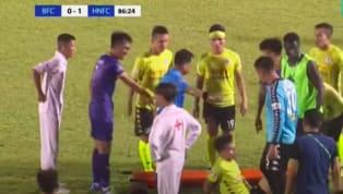 Tâm điểm của V-League hôm 24/6 vừa qua là những diễn biến trong 10 phút cuối trận đấu giữa Becamex Bình Dương và Hà Nội FC. Quang Hải và các đồng đội lẫn BHL...