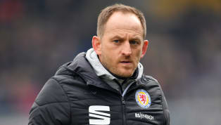 Zehn Jahre hält Torsten Lieberknecht bei Eintracht Braunschweig die Zügel in der Hand. Die Löwen stehen in dieser Saison kurz davor, in die Drittklassigkeit...