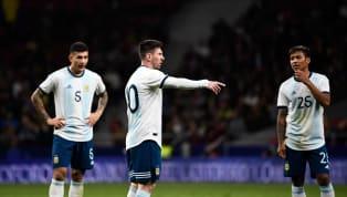 No es nada nuevo, ni nada extraño, asegurar que el nivel deLeo Messicon la Selección Argentina está a años luz del que demuestra con elFC Barcelona....