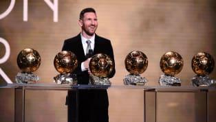 Pour élire le meilleur joueur de l'année, France Football décerne le fameuxBallon d'Or sur lesquels les journalistes, représentants chacun unpays dans le...