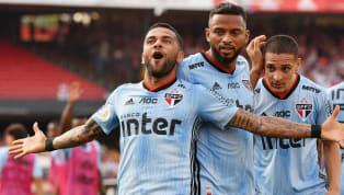 Aunque finalmente Dani Alves decidió volver alBrasileirãoy firmar por el Sao Paulo, no le faltaron ofertas al lateral para quedarse en Europa, algunas...