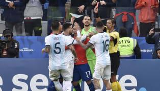 Argentina đã vượt qua Chile trong trận tranh giải baCopa America 2019với tỉ số 2-1 trong ngàyLionel Messinhận thẻ đỏ khó hiểu. Xem bàn 1-0 của Aguero...