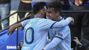 El futbolista argentino Paulo Dybala es uno de los pocos que se pudo dar el lujo de compartir equipo conLionel MessiyCristiano Ronaldo, los dos mejores...