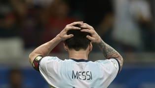 Messitiene un problema. Está mal arropado tanto en el FC Barcelonacomo en la selección argentina y no solamente hablo de compañeros de vestuario, de...