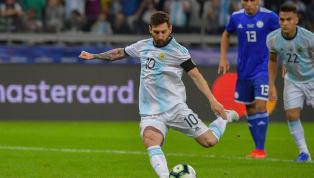 VAR lại một lần nữa được sử dụng ở Copa America 2019. Phút 51, sau pha bóng hỗn loạn trước khung thành của Paraguay, trọng tài đã quyết định xem lại VAR và...