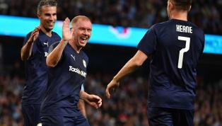 Các CĐV của Man United tỏ ra vô cùng hạnh phúc khi lại được chứng kiến những màn trình diễn đỉnh cao của các huyền thoại của mình, trong đó có Paul Scholes....