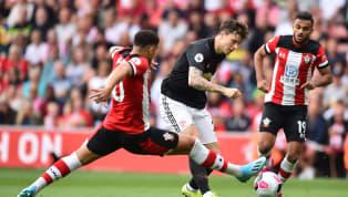 Rất nhanh chóng, Manchester United đã có bàn thắng khai thông thế bế tắc. Phút thứ 10, nhận đường chuyền của đồng đội, Daniel James dẫn bóng 1 nhịp trước khi...