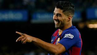Luis Suarez vào sân thi đấu 30 phút choBarcelonaở trận đấu với Valencia khuya 14.9 vừa quavà đã kịp ghi một cú đúp để chính thức qua mặt huyền thoại của...