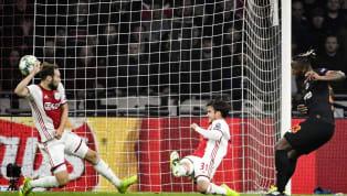 Chelsea hạ Ajax với bàn thắng duy nhất do công của Michy Batshuayi ghi ở phút 85 trận đấu vòng bảng Champions League diễn ra khuya 23.10. Hai cầu thủ vào sân...