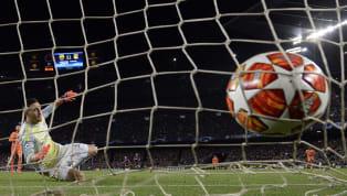 Manchester City-Schalke 04 maçında City forması giyen Phil Foden, rakip fileleri havalandırarak Şampiyonlar Ligi'nde gol atmış en genç İngiliz futbolcular...