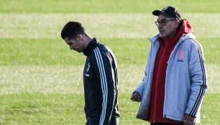 Lionel Messi vượt mặt Cristiano Ronaldo với Quả Bóng Vàng thứ sáu, điều này không hề làm cho HLV Maurizio Sarri hài lòng. HLV của Ronaldo ở Juventus ông...