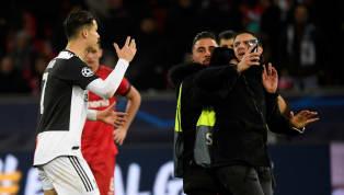 Cristiano Ronaldo đã tỏ ra vô cùng tức giận sau khi hệ thống an ninh của Club Brugge đã không bảo vệ được anh trước sự tấn công của các fan cuồng. Ngay khi...