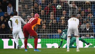 Sergio Ramos giúp Real Madrid dẫn 3-0 trước Galatasaray ngay phút thứ 12 sau khi Toni Kroos bị phạm lỗi trong vòng cấm. VAR can thiệp và trọng tài chỉ tay...
