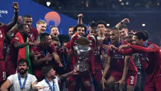 """Tiền đạo Alexis Sanchez mới đây lại tiếp tục trở thành đề tài bị các cổ động viên Manchester United chỉ trích sau hành động """"chúc mừng"""" chức vô..."""