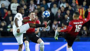 Autogol de Jones para ampliar la ventaja del Valencia ante el Manchester United (2-0)