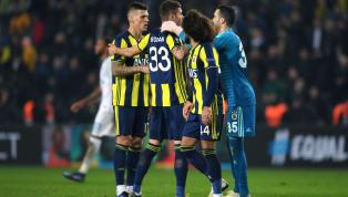 Fenerbahçe'nin 2019-20 sezonunda giyeceği formalar dün akşam görücüye çıktı. Açıkçası değişik tasarımıyla çubuklu forma hayal kırıklığı yarattı....