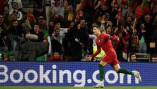 Cristiano Ronaldo durdurulamıyor. 34 yaşındaki futbolcu, dün akşam oynanan Litvanya maçında 4 gol atarak ülkesinin deplasmandan 5-1'lik galibiyetle...