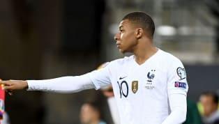 Aquí llega el colmo de la absurdez. Kylian Mbappé, de 20 años, que peleó hasta el última día la bota de oro con el mismísimo Leo Messi, no está entre los...
