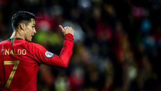 Cristiano Ronaldođã bỏ xaLionel Messivề số hat-trick ghi được cũng như tiến gần đến kỷ lục ghi bàn nhiều nhất mọi thời đại sau trận hủy diệt Lithuania....