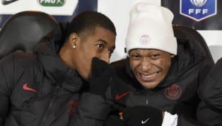 Le quatrième maillot du Paris Saint-Germain qui arbore une tunique noire accompagnée d'une bande centrale bleu-blanc-rouge a été aperçu dans une boutique dans...