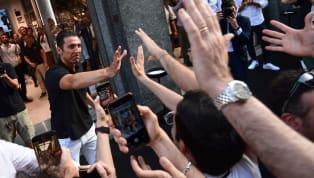 Thủ thành huyền thoạiGianluigi Buffon khẳng định rằng anh từ chối khoác chiếc áo số 1 tại Juventus bởi không muốn hưởng những đặc quyền ở đội bóng này. Hôm...