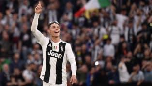 Cristiano Ronaldo mới đây đã khẳng định '1000% sẽ ở lại với Juventus' ngay sau khi đăng quang ngôi vô địch Serie A khuya 20.4 vừa qua. Ronaldo đang có mùa...