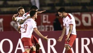 Pese a la derrota contra Universidad Católica por 3-2 en Quito,Independienteclasificó a los cuartos de final de la CopaSudamericana(3-3 en el global y...